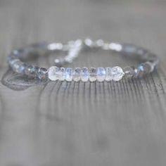 Dainty Blue Flash Gemstone Beaded Stacking Bracelet for Women Labradorite Jewelry, Gemstone Bracelets, Handmade Bracelets, Gemstone Beads, Jewelry Findings, Diy Jewelry, Jewelry Making, Jewellery, Or Rose
