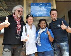 Einweihung Geri Lower Primary School, die durch die Aktionen der Spitzenköche für Afrika gebaut werden konnte: Veronique Witzigmann, Mike Süsser, Ralf Bos und Almaz Böhm.