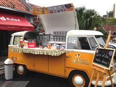 """Dias 18 e 19 de abril, do meio-dia às 20h, ocorre o """"Vicente Food Truck"""". São 7 food truckscom diversas opções de salgados, doces e bebidas. Local é o estacionamento do restaurante Yakifast,naavenida Vicente Machado. Entrada é Catraca Livre. Preço máximo dos pratos é de R$ 30. Para complementar oclima, dois DJs dão o tom...<br /><a class=""""more-link"""" href=""""https://catracalivre.com.br/curitiba/gastronomia/gratis/food-trucks-reunem-variedades-da-gastronomia-de-rua-no-batel/"""">Continue lendo…"""