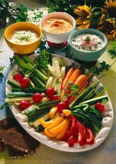 Vegetable plate with quark dips - Himmlische gesunde Dips - Recetas Brunch Recipes, Appetizer Recipes, Cheese Dip Recipes, Cheese Dips, Healthy Snacks, Healthy Recipes, Snacks Recipes, Party Finger Foods, Party Buffet