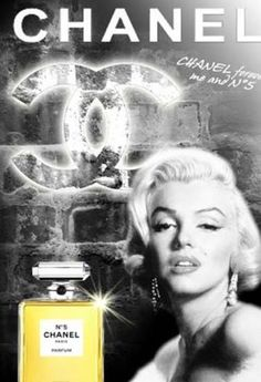 If it were not for Marilyn Chanel num 5 would've never been this popular of a perfume. Chanel was a struggling no name company and almost went out of business eventually if were not for Marilyn saving the company. Coco Chanel Parfum, Chanel N5, Perfume Chanel, Perfume Ad, Perfume Bottles, Brigitte Bardot, Marlene Dietrich, Vintage Chanel, Vintage Beauty