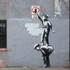 Agitam-se as hostes no mundo da street art, o mais reconhecido dos artistas está de volta...Banksy