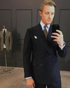 Mr. Derek Bleazard Navy double dreasted suit. Sky bengal stripe classic collar shirt. White pattern puff pocketsquare. Brown diamond tie.