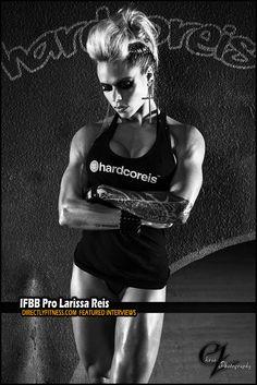 IFBB Pro Figure Competitor Larissa Reis