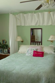 How to decorate a small bedroom.