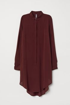 Tunic in airy woven viscose with collar concealed buttons at front and long sleeves with buttons at cuffs. Rounded hem with slits at sides. Sightly longer at back. Muslim Fashion, Modest Fashion, Hijab Fashion, Fashion Dresses, Jeans Fashion, Simple Kurti Designs, Kurta Designs Women, Sleeves Designs For Dresses, Girls Fashion Clothes