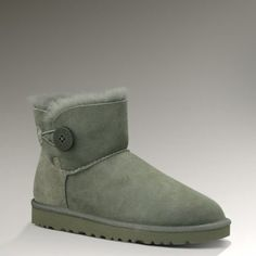 Ugg 3352 Bailey Button Mini Boots Grey UK, i like this styles Uggs For Cheap, Ugg Boots Cheap, Classic Ugg Boots, Ugg Classic, Classic Mini, Look Fashion, Fashion Shoes, Street Fashion, Fashion Women