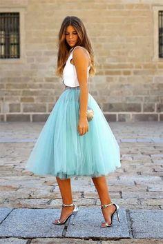 Que linda a saia de tule e essa cor!! E a bolsinha de concha? Eu quero!! **D