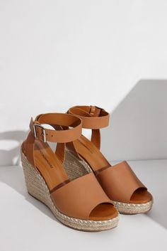 Platform Espadrille Sandals. Adolpho Dominguez.. Designer espagnol. 109 Euros