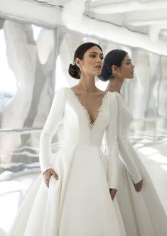 Meet the X dress from the Cruise Collection. Pronovias Wedding Dress, Top Wedding Dresses, Stunning Wedding Dresses, Wedding Dress Sleeves, Wedding Dress Shopping, Bridal Dresses, Wedding Gowns, Hollywood Glamour, Simple Dresses