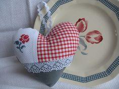 Coeurs esprit digoin gris rouge dentelle : Accessoires de maison par missdandy