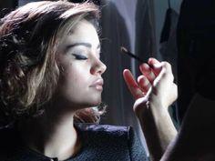 Aprenda a fazer um look estiloso → http://glo.bo/1JCkeoL #redeglobo #gshow #moda #fashionrio #make #olhosesfumados #sombras #estilo #sophiecharlotte #olhos
