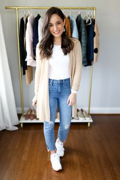 Six Ways to Wear White Sneakers Casual Work Outfits, Classic Outfits, Trendy Outfits, Fall Outfits, Cute Outfits, Fashion Outfits, Outfit Work, Professional Outfits, Work Attire