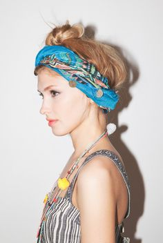 Urban Outfitters - Top 5 Must-Have Accessories / Photography by Colin. Scarf Hairstyles, Summer Hairstyles, Pretty Hairstyles, Bandanas, Hair Day, My Hair, Urban Outfitters, How To Wear Scarves, Fasion