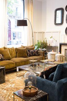 Nouvelle boutique AM. avenue Victor Hugo à Paris Living Room Sofa, Living Room Interior, Home Living Room, Apartment Living, Living Room Designs, Living Room Decor, Living Spaces, Style Deco, Room Colors