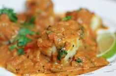 This delicious fish curry recipe is made with tomatoes and coconut milk to give a light, fragrant and very tasty sauce which is ideal with white fish. Seafood Curry Recipe, Curry Recipes, Cooking Recipes, Healthy Recipes, Cooking Ideas, Healthy Food, How To Peel Tomatoes, Curry Sauce, Kitchens