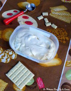 Quand je dis « chocolat blanc » à la maison, toutes les papilles frétillent et les pupilles étincellent. Il ne faut pas se leurrer : les enfants ont une grande appétence pour le sucré et préfèrent largement le chocolat blanc au noir. Alors pour leur faire... Cube, Tray, Desserts, White Chocolate, Measuring Cup, Powdered Milk, Ice Cream Sandwiches, Kitchens, Tailgate Desserts