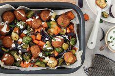 Vegetarische balletjes en pompoen op de ovenplaat - Chickslovefood Dinner Is Served, Kung Pao Chicken, Love Food, Detox, Dinner Recipes, Low Carb, Healthy Recipes, Vegan, Cooking
