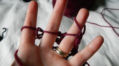 Finger Knit by alio - good instructions, plus how to cast off http://alidoesit.wordpress.com/2012/10/03/finger-knitting/