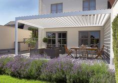 Gör utomhusvistelsen mer behaglig med ett uterum. Uterum kan byggas som en förlängning av huset eller fristående, välj mellan olika material och utföranden.