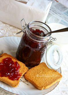 Cherry Jam (in czech)  - Třešňová marmeláda z unavenej vařečky