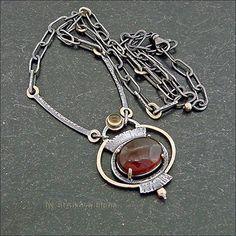 Ожерелье с гранатом насыщенного красного цвета и цитрином.