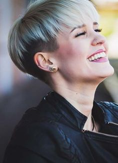 Short Hairstyles for Women with Thin/ Fine Hair: Bowl Cut shorthairsty. - New Hair Styles Very Short Hair, Short Hair Cuts For Women, Short Hairstyles For Women, Short Hair Styles, Bowl Haircuts, Haircuts For Fine Hair, Pixie Hairstyles, Short Haircuts, Woman Hairstyles