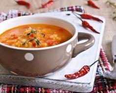 Velouté de tomates pimentées et de poireaux aux lentilles : http://www.fourchette-et-bikini.fr/recettes/recettes-minceur/veloute-de-tomates-pimentees-et-de-poireaux-aux-lentilles.html