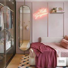 Tapete estampado + espelho + a transparência e leveza do armário em portas de vidro dão o toque perfeito para este #quartodemenina!… Girl Bedroom Designs, Room Ideas Bedroom, Bedroom Decor, Lighting Ideas Bedroom, Wardrobe Lighting, Modern Bedroom, Cute Room Decor, Aesthetic Room Decor, Cozy Room