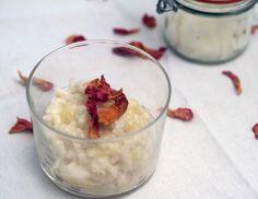 Kokosmilch-Vanillereis mit Apfel und Rosinen