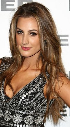 Nic this is the Hair color or you. Light Ash Brown Hair, Ash Hair, Hair Color And Cut, Makeup For Green Eyes, Hair Beauty, Beauty Stuff, Layered Cuts, Brunette Hair, Beauty Full