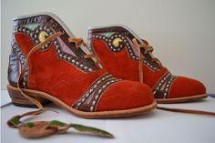 espedito seleiro - botas espedito seleiro Botas Boho, Boho Boots, Gucci, Ibiza, Shoes Sandals, Vintage Fashion, Footwear, Mens Fashion, Shoe Bag