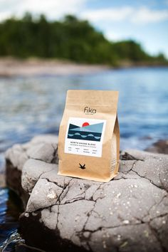 17 Remarkable Coffee Bags Lined Chip Packaging, Rice Packaging, Cookie Packaging, Food Packaging Design, Packaging Design Inspiration, Coffee Label, Coffee Bags, Honey Brand, Coffee Photography