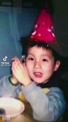 J Hope Gif, J Hope Smile, Bts J Hope, Foto Jimin Bts, Bts Bangtan Boy, Bts Memes, Daehyun, Jhope Cute, J Hope Dance