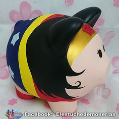 Alcancía de cerdito mujer maravilla - wonder woman piggybank Pottery Painting, Ceramic Painting, Ceramic Art, Ceramics Projects, Craft Projects, Pig Bank, Personalized Piggy Bank, Color Me Mine, Toddler Themes