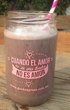 """SMOOTHIE JAR ROSA-""""Cuando el amor no es locura no es amor""""  - Contagia las ganas de tener una vida healthy con este frasco para llevar tus smoothies. Acuérdate que el vidrio es excelente para conservar sin contaminar de químicos tus bebidas. HEALTHY VALENTINES DAY.  Trae tapa"""