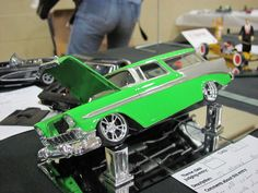 56 Chevy Nomad Slot Cars, Rc Cars, Lowrider Model Cars, Model Cars Building, Pickup Car, Hobby Cars, Chevy Nomad, Car Station, Plastic Model Cars