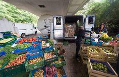 Kartoffeln und anderes Gemüse vom Lindenbrunnenhof auf dem Stühlinger Wochenmarkt.