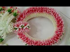 มาลัยแบนหน้าเดียว garland step by step Hair Decorations, Diwali Decorations, Floral Garland, Flower Garlands, How To Make Garland, Art N Craft, Miniature Crafts, Garland Wedding, Bridal Flowers
