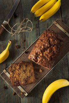 The moist banana bread is filled with rich chocolate chips and is the perfect complement to the sweet banana. Dive into this delicious bread today! Banana Bread Cake, Moist Banana Bread, Chocolate Chip Banana Bread, Baked Banana, Fruit Bread, Gluten Free Chocolate, Vegan Chocolate, Homemade Chocolate, Dessert Bread