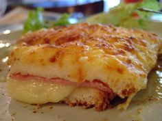 Croque Monsieur - d most common french food u can get fr cafe/bakery, cheese oozing out in between 2 slices of ham... yummmmmmmm