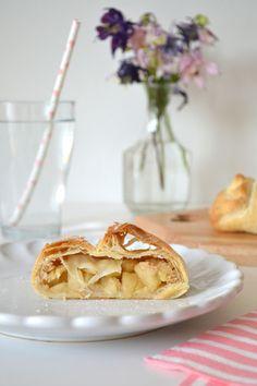 Apfelstrudel Rezept. Paperstraw. Servietten. Apple Pie, Desserts, Food, Bakken, Dinner Napkins, Home Made, Dessert Ideas, Recipies, Tailgate Desserts