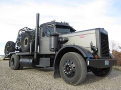 Peterbilt crawler hauler if you don't like it you are not Merican. JK ;)