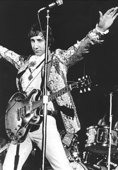 Pete Townshend of The Who and his Gibson ES-335 thinline semi-hollow archtop circa 1967.