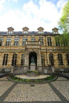 Henri (Hendrik) Conscience (Antwerpen, 3 december 1812 – Elsene, 10 september 1883) was een Vlaams schrijver. Zijn standbeeld van beeldhouwer Frans Joris werd te Antwerpen ingehuldigd op 13 augustus 1883