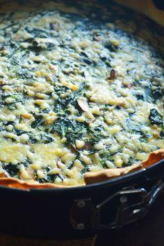 Weer eens wat anders! Een lekkere quiche met spinazie, feta en gerookte kip waar je makkelijk 2 dagen van kunt eten!