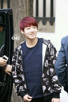 Woaaaahhh... jungkook, you make me go crazy because your smile >o