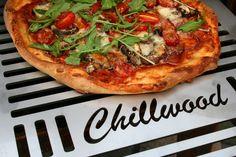 Pizza maken op de Chillwood buitenhaard Vegetable Pizza, Backyard, Vegetables, Food, Patio, Essen, Backyards, Vegetable Recipes, Meals