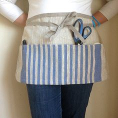 linen utility apron / gardening apron / half apron / teachers apron on Etsy, € Easy Sewing Projects, Sewing Hacks, Sewing Crafts, Cute Aprons, Aprons For Men, Garden Tool Belt, Teacher Apron, Waist Apron, Sewing Circles