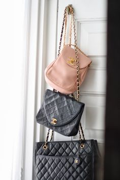 The newest member of my little Chanel family has arrived. I have a Chanel secret that I am reluctantly sharing with yo. Bolo Chanel, Vintage Chanel Bag, Chanel Handbags, Chanel Bags, Designer Handbags, Handbag Accessories, Purses And Bags, Shoulder Bag, Shoe Bag